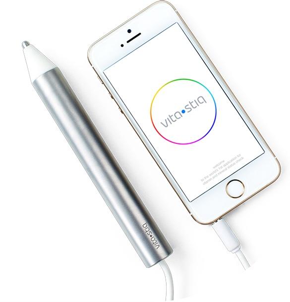 Penna Vitastiq collegata ad uno smartphone