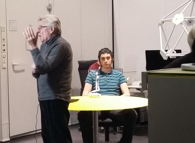 Professor Niels Birbaumer con un paziente